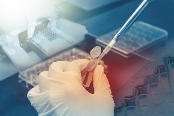 Programul de testare genetică la cancerul de sân ar putea fi prelungit cu doi ani