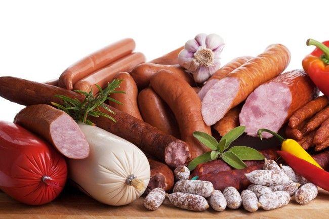 Legătura între carnea procesată și cancer depinde de conținutul de nitriți