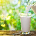 Un nou studiu asociază consumul de lapte cu un risc mai mare de cancer mamar