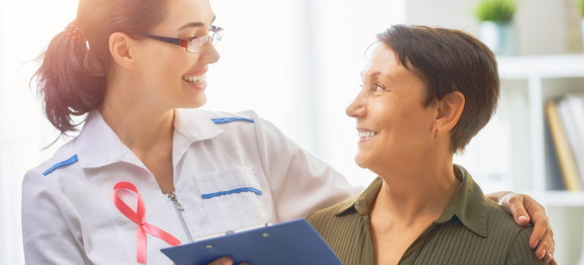 Testul MammaPrint identifică o categorie de paciente cu cancer de sân la risc foarte scăzut de recurență care pot evita terapia hormonală