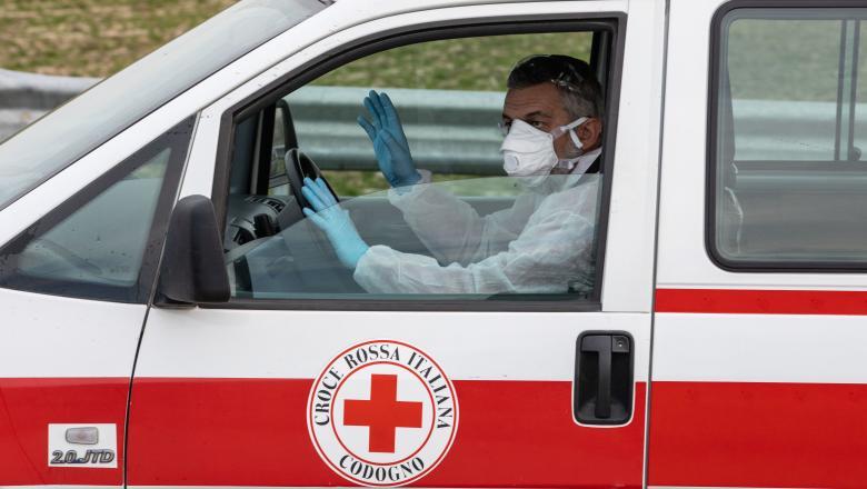 Cum salvează un medic italian pacienţii bolnavi de cancer din calea Covid-19