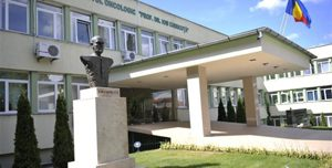 Coadă uriașă la Institutul Oncologic din Cluj. Sute de persoane așteaptă ore întregi să-și facă testul COVID