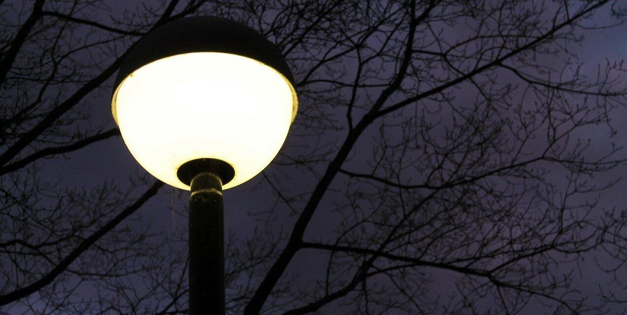 Lumina artificială nocturnă crește riscului de cancer al tiroidei