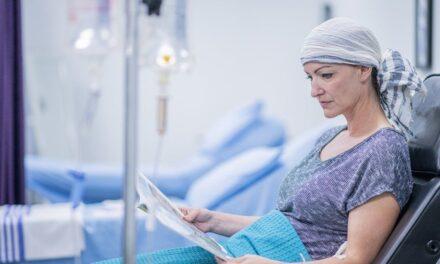 Pacienții cu cancer sunt mai puțin protejați după prima doză de vaccin anti-COVID-19