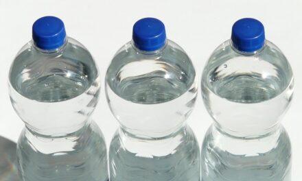 Consumăm substanțe nocive fără să ne dăm seama: cel puțin 500 de particule le înghiţim lunar